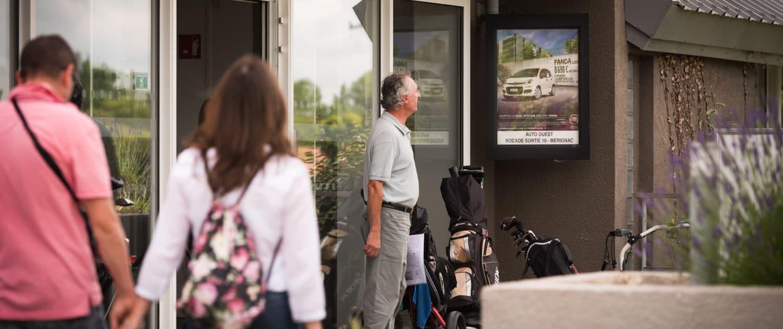 Panneau d'affichage situé à l'entrée du golf de Pessac