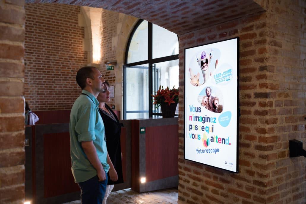 Panneau d'affichage situé à l'entrée du Château d'Amboise